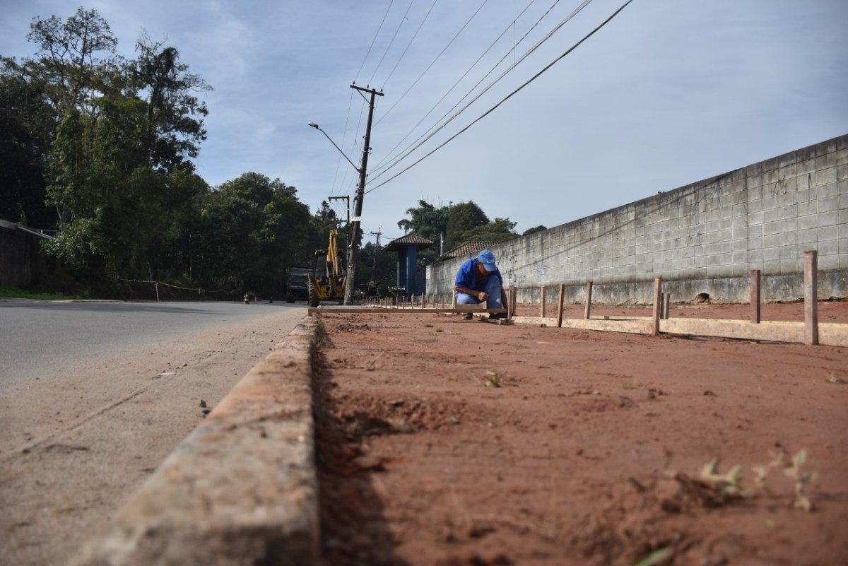 Ribeirão Pires realiza obras de calçamento em vias de Ouro Fino