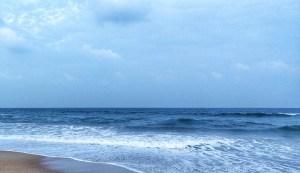 Blue Ocean Waves background