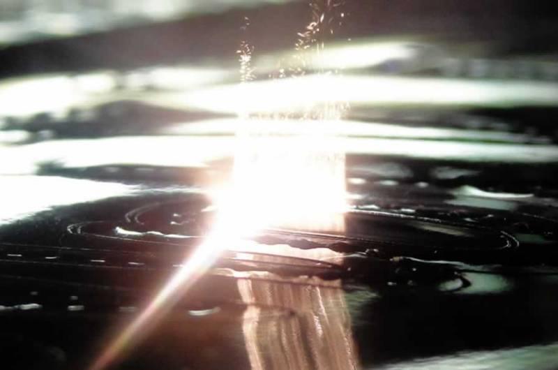 Taglio laser Laser embroidery broderie Laser. Il laser permette di effettuare un taglio netto su qualsiasi materiale e tessuto.