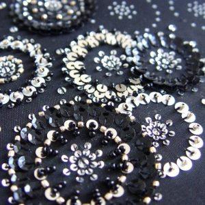 paillettes montate a mano e perline