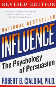 Influence: The Psychology of Persuasion de Robert B. Cialdini