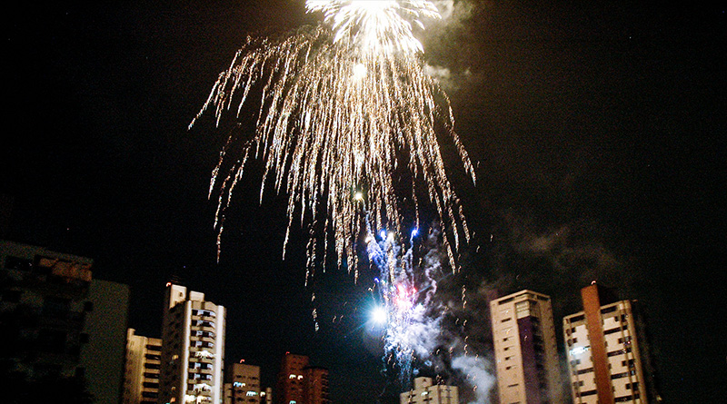 Fogos de Artifício sobre a Zona Oeste de Sãp Paulo - 2013 - Foto Ricardo Hage
