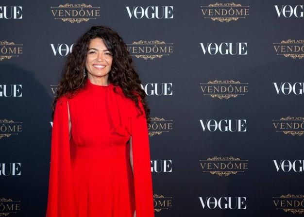 Afef Jnifen ed i suoi incantevoli capelli ricci per il lancio di Vogue Arabia
