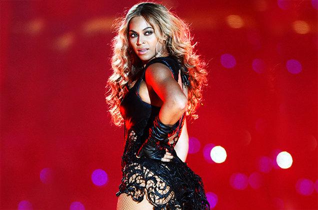 I capelli ricci da star della neomamma Queen Beyoncé