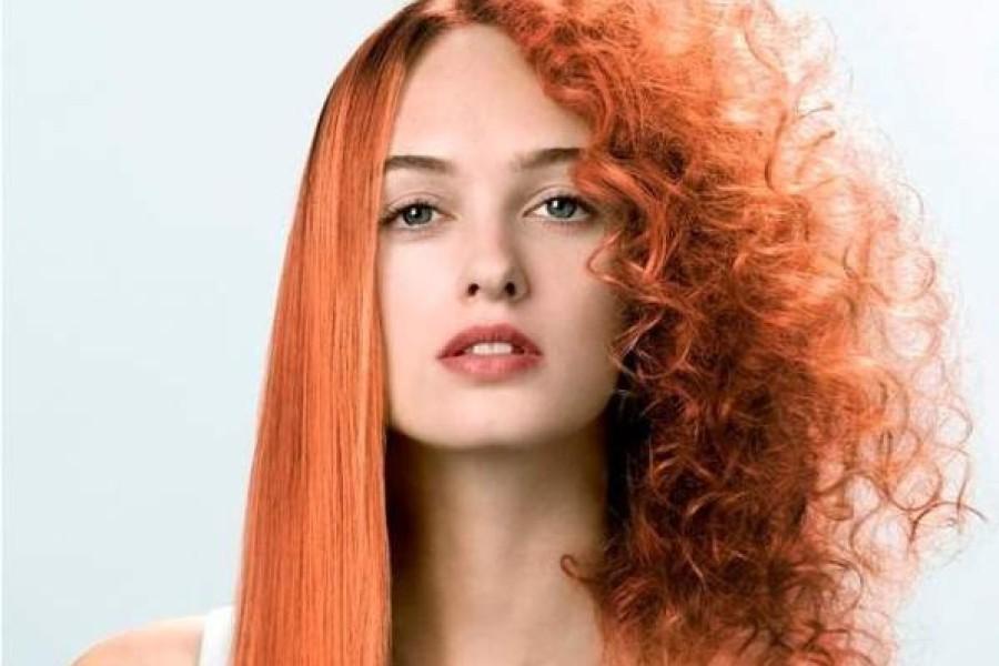 Come curare i capelli ricci in estate