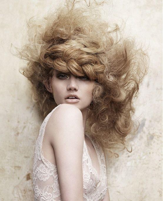 i  7 peggiori errori per i capelli ricci: non effettuare strategie anticrespo per la cura dei  ricci