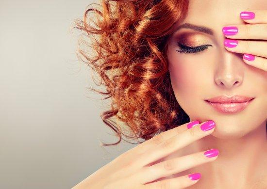 Come valorizzare i capelli ricci con il make up? I consigli dell'esperta!