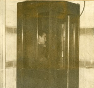Phone booth mid30s