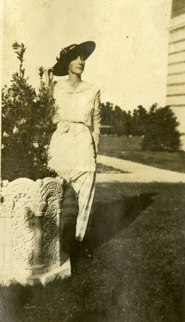 Hattie Lel Red with pot 1914 Knapp