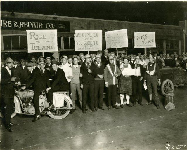 pep-parade-before-tulane-football-game-1921-057