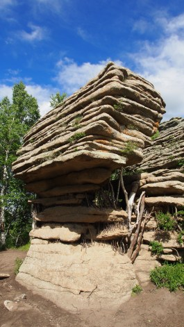 The Balancing Rock - a rhombic granite fomration cut out from two groups of vertical joints, measuring 3.2m long and 2.5m high. Weathering is more severe in the lower section and when rocks collapse under gravity a top-heavy shape appeared.