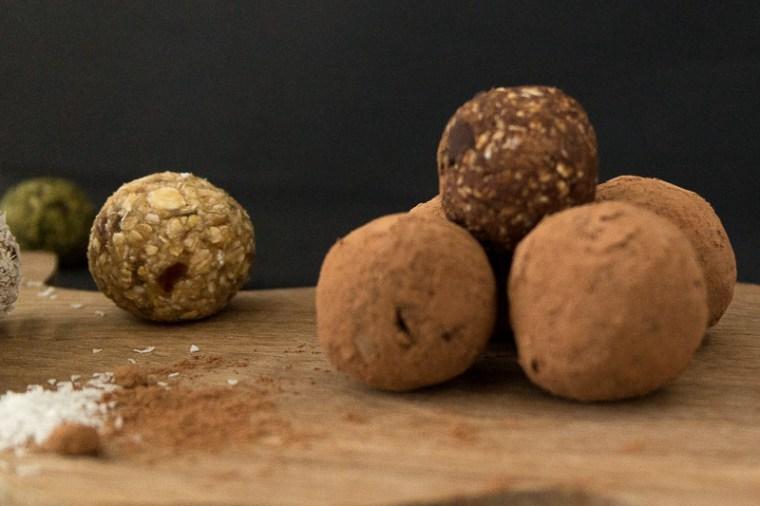 Vegane Energiebomben auf Basis von Datteln, Haferflocken und Bananen | Ricemilkmaid Blog
