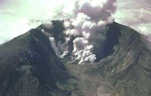 Volcano - Volcano erupting - wikimedia commons.