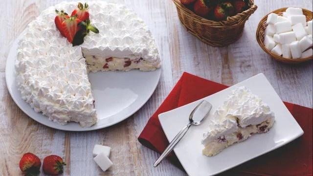 Torta meringata alle fragole