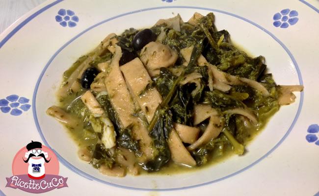 Pasta con Broccoli: Tria cu li Mugnuli, pasta fresca integrale con cavolo a campanella tria mugnuli salento cavolo a campanella brassica oleracea italica piatto tipico salentino puglia italia cucina salentina