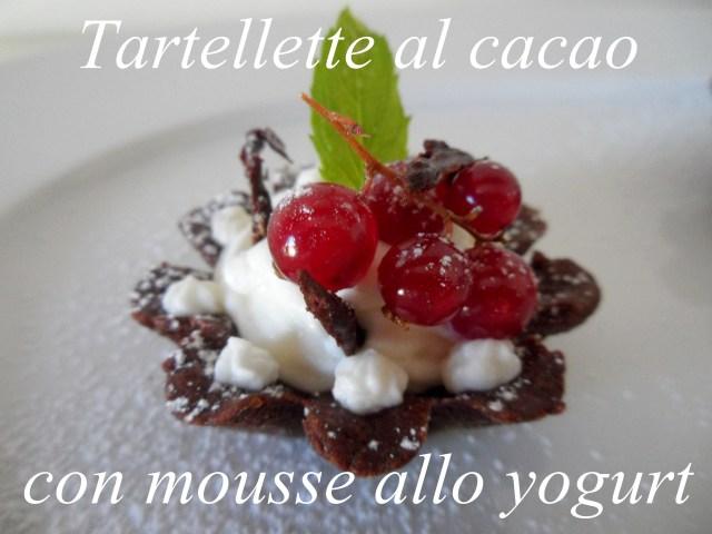 tartellette di pasta frolla al cacao con mousse allo yogurt