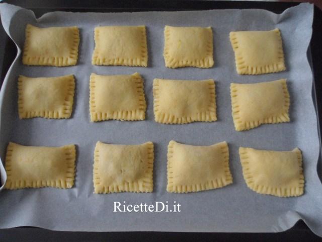 12_prepartazione_tortelli_dolci_con_marmellata_di_pere_e_noci