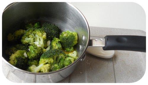 insaporire il broccolo con aglio, olio e sale