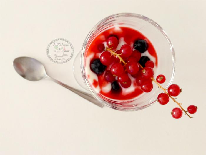 coppa di yogurt e frutti di bosco2 ridotta