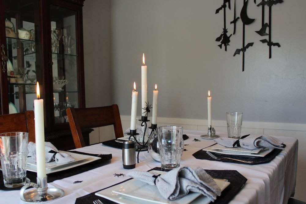 A MONOCHROME SPOOKY SPIDER TABLESCAPE 10