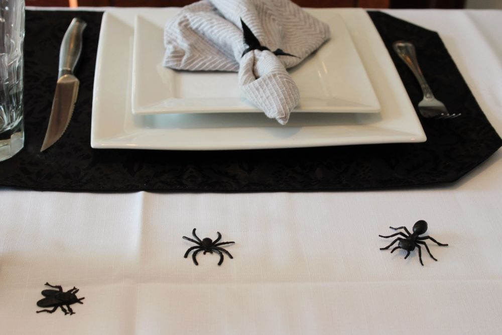 A MONOCHROME SPOOKY SPIDER TABLESCAPE 11