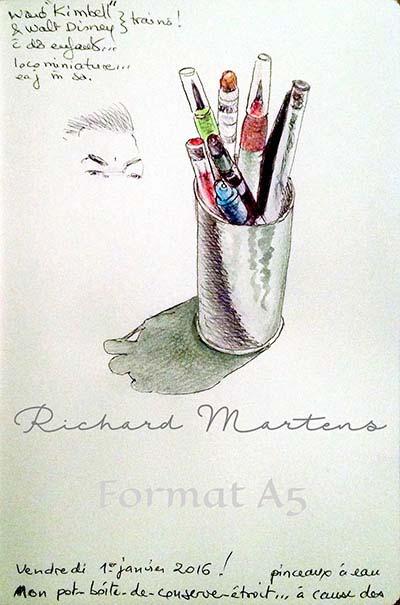 """Dessin au stylo-bille d'un """"pot"""" de pinceaux-réservoirs et de stylos, avec des réhauts d'aquarelle par Richard Martens."""
