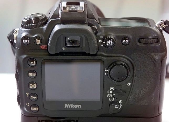 The back of the Nikon D200, which is the side we use, after all, has the usual controls in the usual places. An odd choice was to made some of the lettering pale yellow.