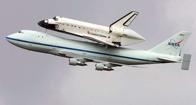 This is one of the excellent images Matthew White sent last week of the space shuttle orbiter Endeavour on its Boeing 747 carrier.