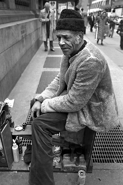 Manhattan shoe shine vendor, New York