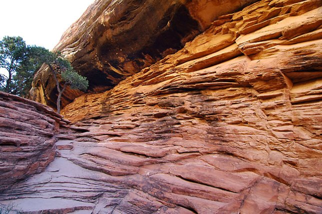 Layers of sandstone, Chesler Park trail, Canyonlands