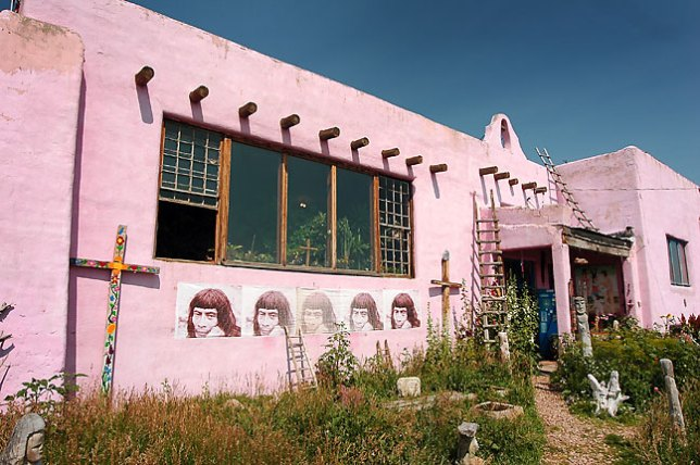 Old Pink Schoolhouse Gallery, Tres Piedras, New Mexico.