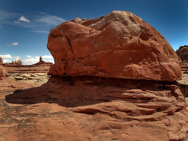 Complex, beautiful sandstone decorates the Peek-a-Boo trail.