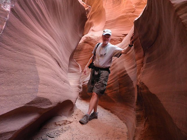 Your host takes a moment to pose in Waterholes Canyon south of Page, Arizona. This trip to the desert was a complete success.