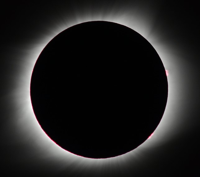 My first image of the totality was at f/8, 1/160th, ISO 200.