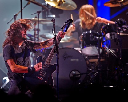 WESTWOOD CA - July 12, 2008: The Foo Fighters jam on stage during the VH1 Honors tribute to the Who at Pauley Pavilion on the UCLA campus in Westwood Saturday July 12, 2008. Pictured is Dave Grohl, left, and Taylor Hawkins. (Richard Hartog/Los Angeles Times).