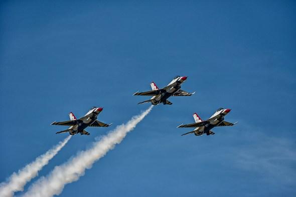 Thunderbirds-f-16-Fighting-Falcon-Lockheed-Martin-13-005186.vv