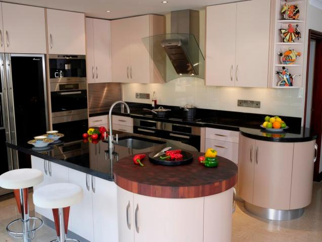 Counter with integrated hob, island with sink