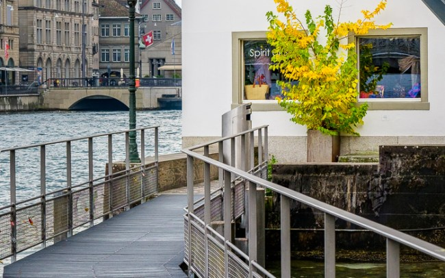 Zurich walkway be the river
