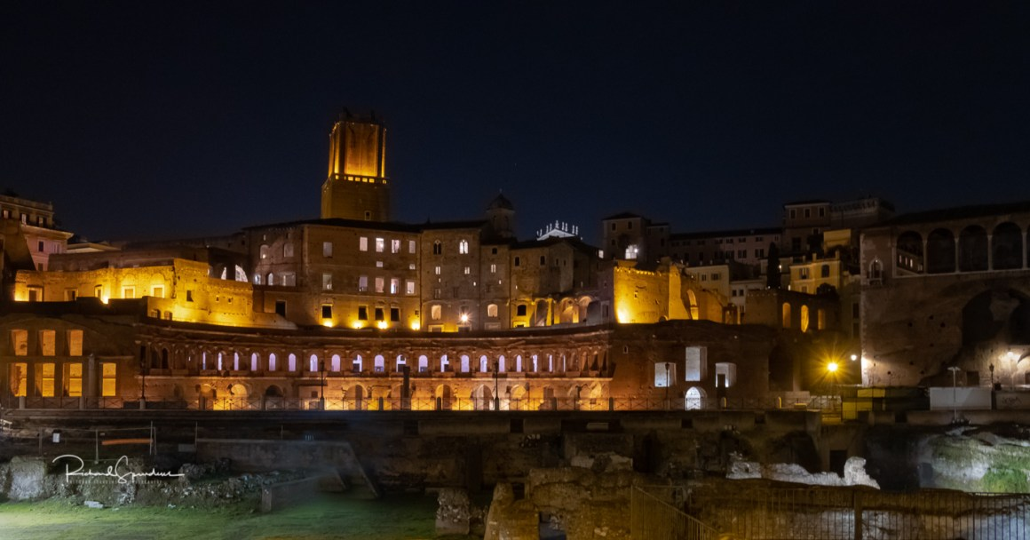 (photographing rome at night)
