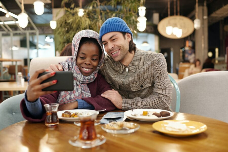 couple-taking-selfie-while-eating-4046771