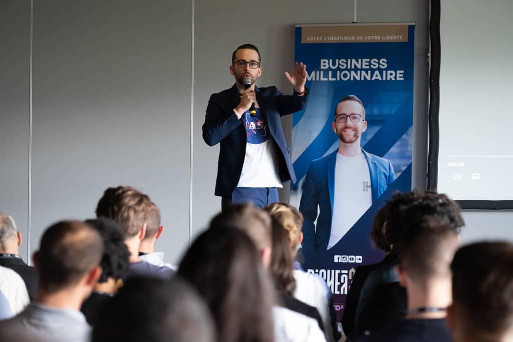 Riche à 30 ans - François Denis est rentier immobilier, investisseur en bourse et cryptoactifs et web entrepreneur millionnaire.