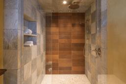 Tyra Banks penthouse bathroom