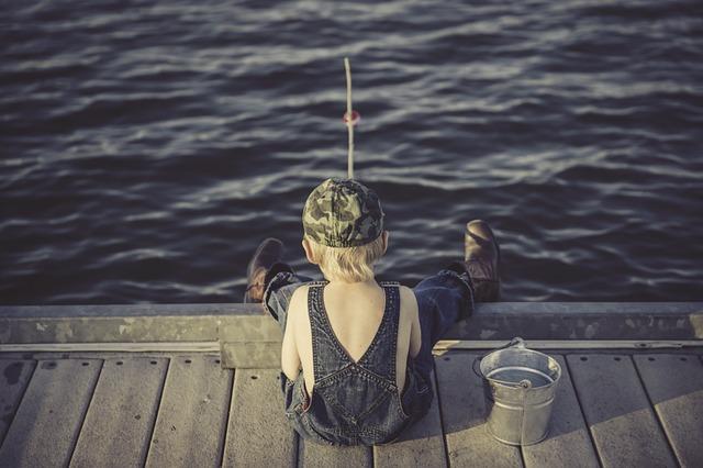 Savoir attendre que le poisson mord.