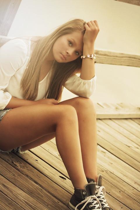 jeune-fille-moins-25