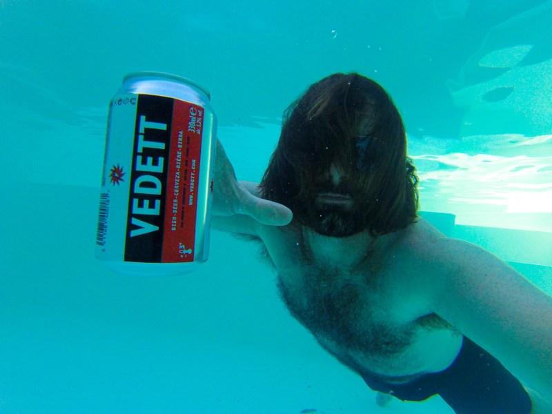 Vedett underwater
