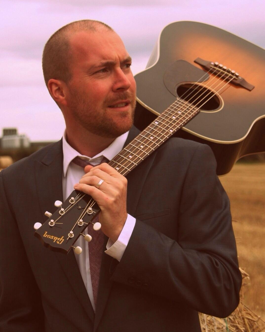 Nottingham Based Wedding Band Solo And Dj Richie Muir Acoustics