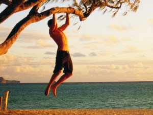 outdoor-action-pull-up-tree-beach-20102011