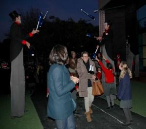 jugglers and people entering2