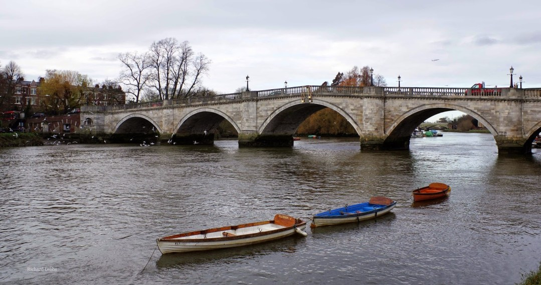 Richmond Bridge crossing the Thames near Richmond Psychotherapy where you can meet with an experienced psychotherapist and counsellor. Easily accessible from Twickenham, Chiswick, Putney, Isleworth and Roehampton. Contact details found here.