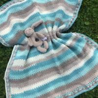 Peek-A-Boo Baby Blanket - Free Crochet Pattern
